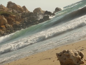 Golden bay : plage au sable doré, vagues et eau chaude !